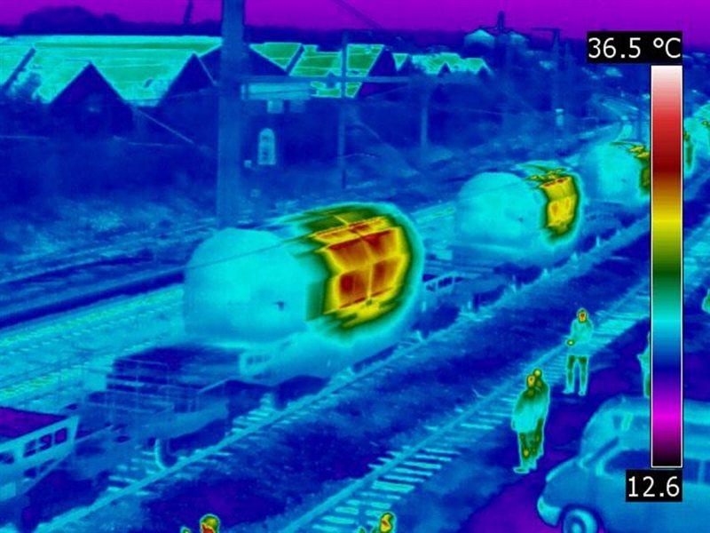 Pri železniških prevozih meritve opravljajo certificirane kontrolne hiše, ki v primeru sumljivega tovora reagirajo v skladu z zakonodajo in obvestijo upravo za jedrsko varnost.