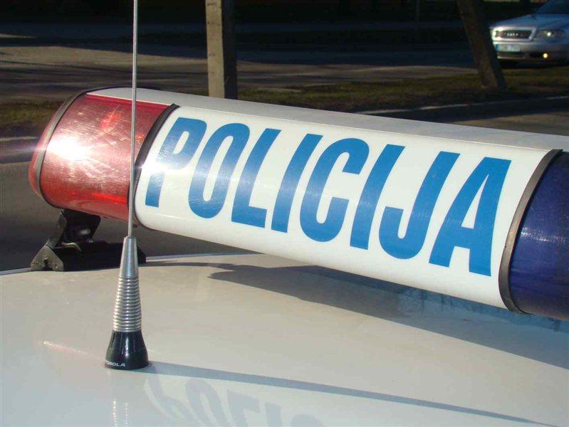 Poostrene varnostne ukrepe so kriminalisti in policisti zagotavljali pred privedbo dveh zapornikov, osumljencev ropa banke v Luciji, na zaslišanje na sodišče v Kopru.