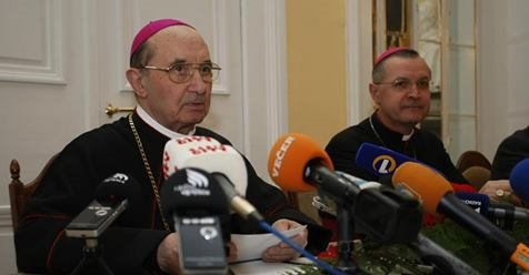 Upokojenemu mariborskemu nadškofu Francu Krambergerju se očita zloraba položaja ali pravic.