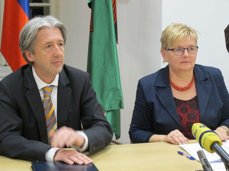 Državni sekretar Boštjan Šefic in županja Mojca Čemas Stjepanovič