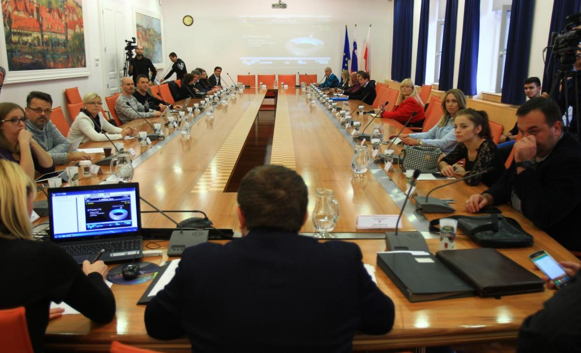 Opozicsjki mestni svetniki so prepričani, da župan manipulira z javnostjo.