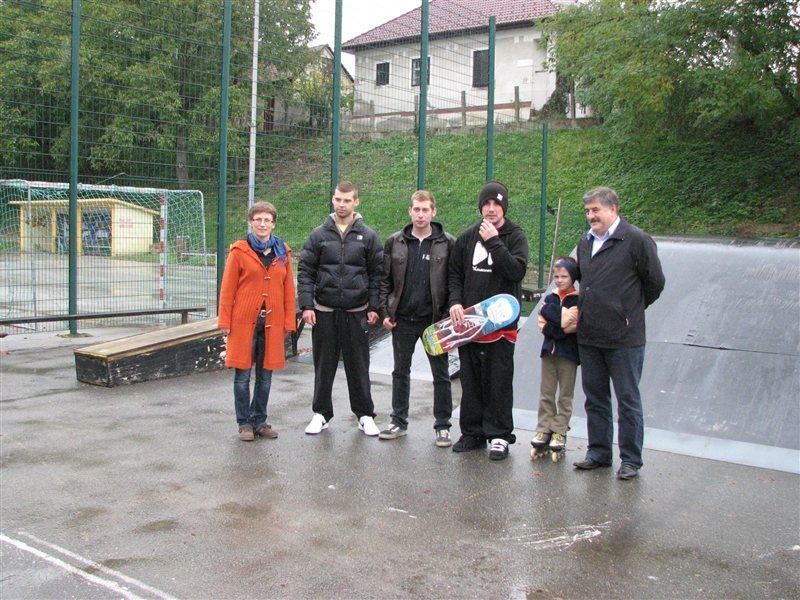 Župan Sok v družbi ormoških skejterjev