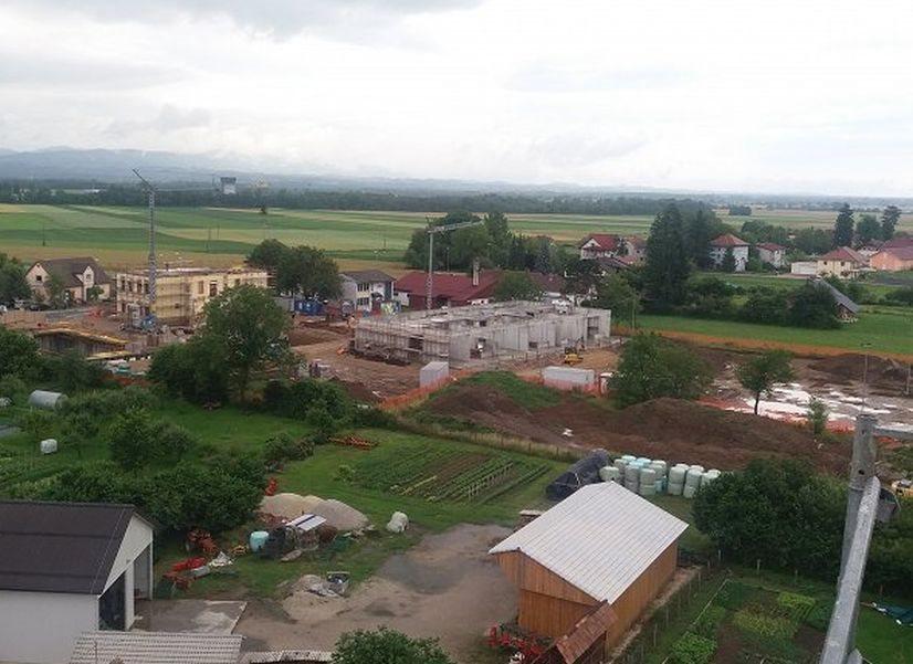 Gradnja nove šole in vrtca ter obnova stare šole uspešno poteka.