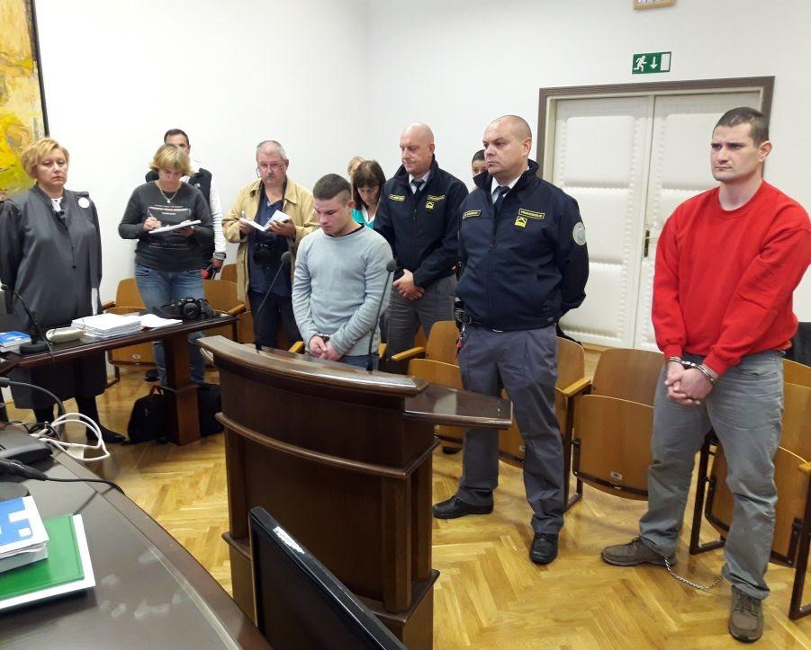 Aleš Olovec in Martin Kovač na sodišču v Krškem med izrokom sodbe