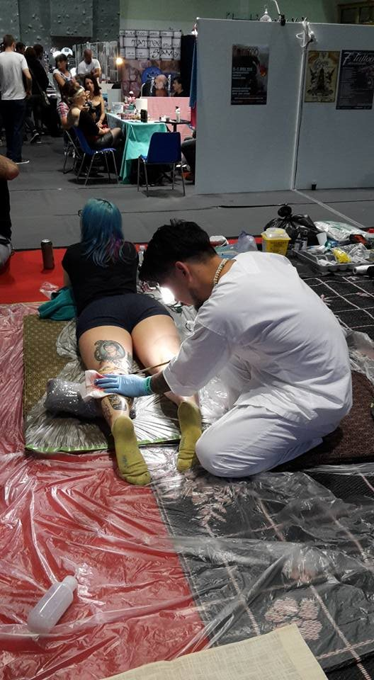 Mednarodna tattoo konvencija je prireditev, na kateri tetoverji iz različnih držav predstavijo svojo delo.
