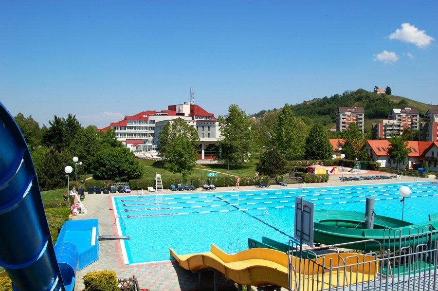 Lendavski dijaki in učenci lahko ob pomoči občine tudi letos brezplačno zaplavajo; foto:Terme Lendava