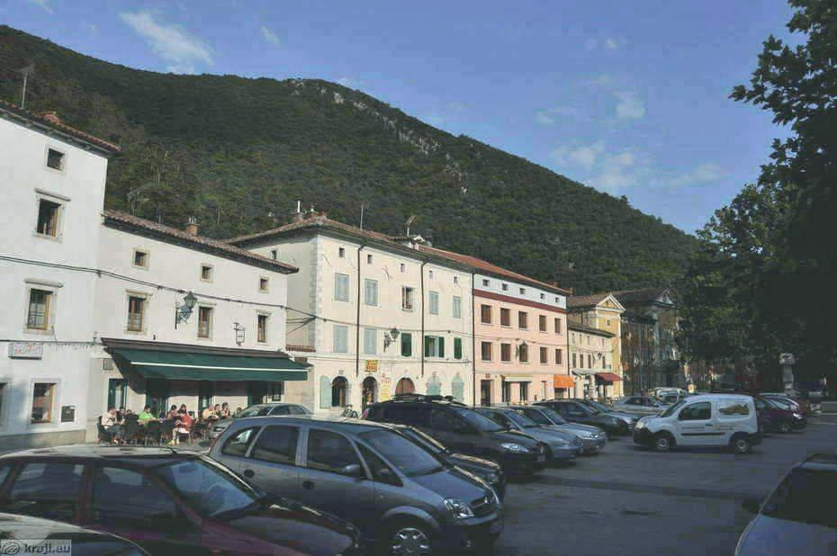 Glavni trg v Vipavi