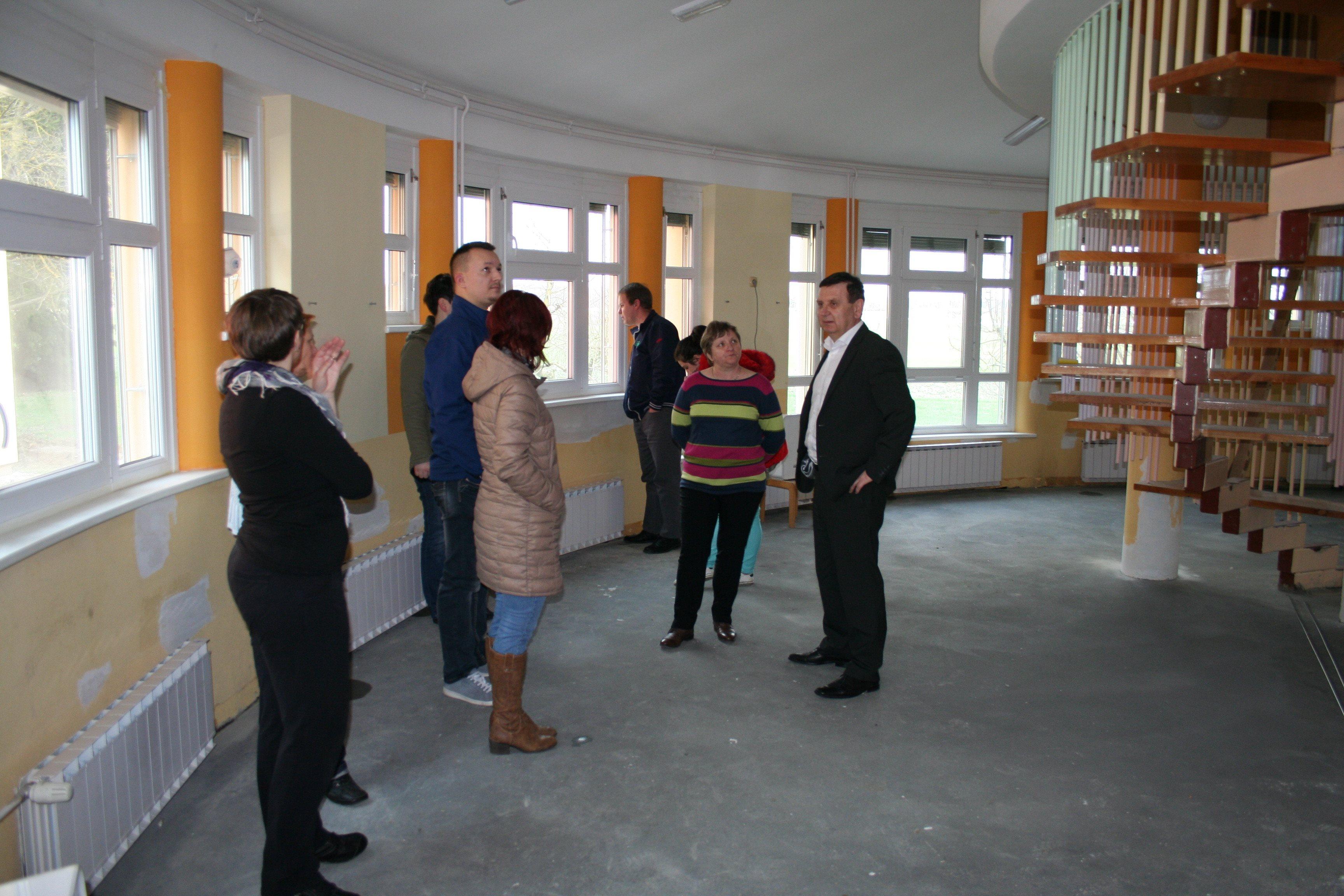 S potekom obnove se je seznanil tudi lendavski župan Anton Balažek; foto: Občina Lendava