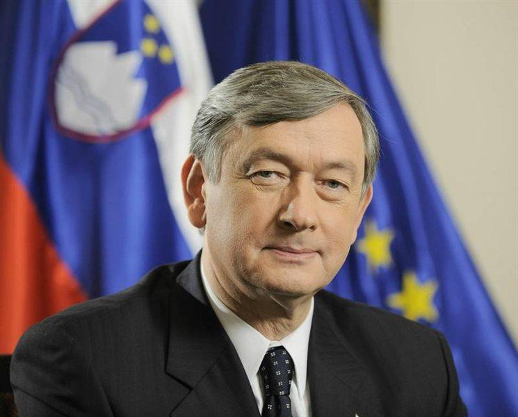 Danes bo znan datum volitev predsednika republike, saj bo predsednik državnega zbora Gregor Virant podpisal akt o razpisu volitev. Kot najbolj verjeten datum se omenja 11. november.