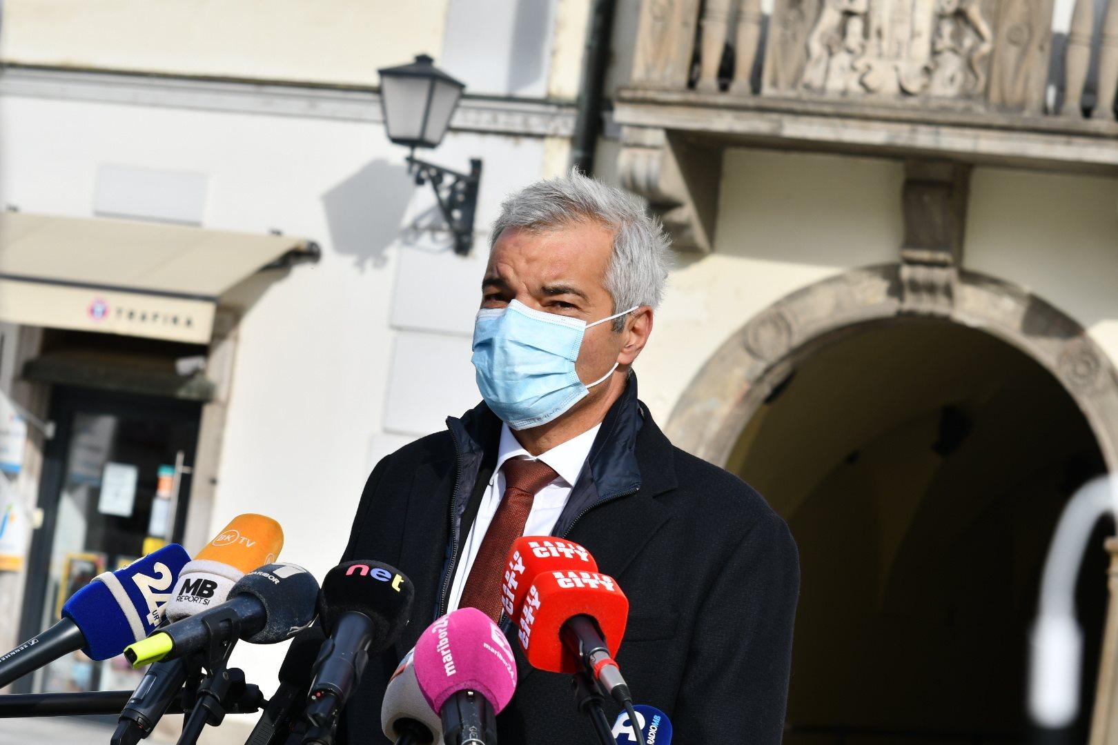 Mariborski župan Saša Arsenovič je občane Maribora pozval k nošenju zaščitnih mask.